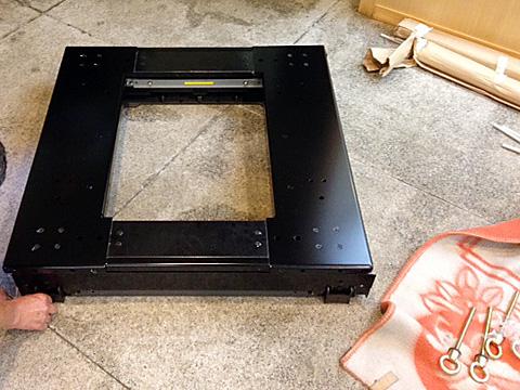 0018 デラックスショーケース 特注寸法 免震台仕様