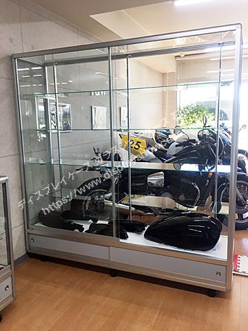 0088 カー用品の展示ガラスショーケース